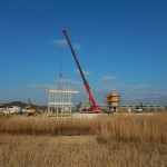 Izvedba montaže lesene konstrukcija centra za obiskovalce se je začela v petek, 13. marca 2015. Foto: Borut Mozetič