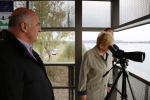 Ministrica za okolje in prostor, gospa Irena Majcen si je ogledala opazovalnico in ptice na bližnjih otokih.