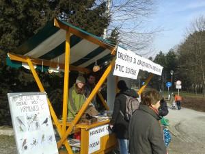 V nedeljo, 24. januarja smo v parku Tivoli pripravili stojnico o krmljenju ptic. foto: Neža Kocjan